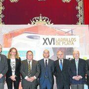 Gómez Oviedo recibe el ladrillo de plata de la construcción en la sección industria y servicios